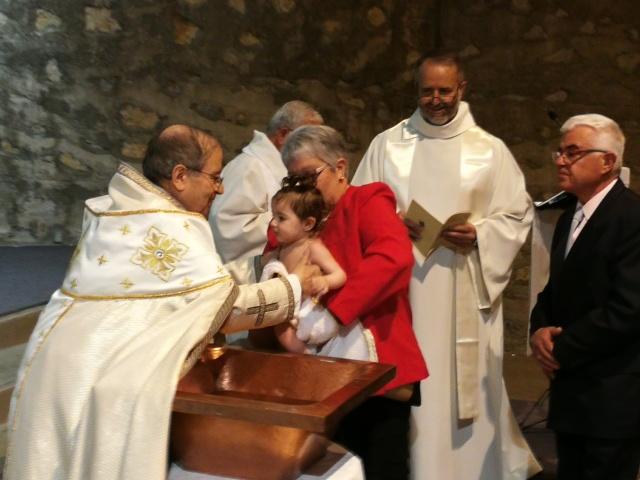 2019 05 08 Baptêmes famille arménienne St-Jacques (27)